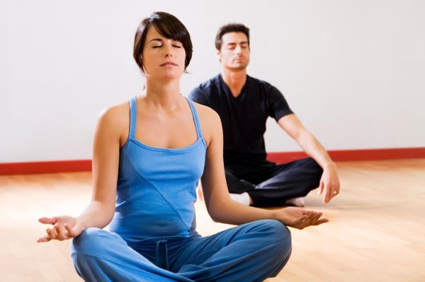 5 Gerakan Yoga untuk Pemula yang Bisa Dilakukan di Rumah